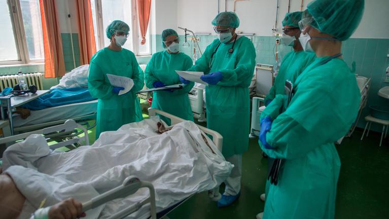 Rekordszámú fertőzöttet azonosítottak Magyarországon, három beteg meghalt