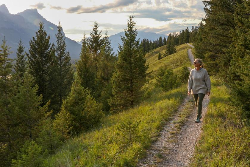 Beindítja az emésztést, javítja az alvásminőséget: a meditációs séta 5 pozitív hatása a szervezetre