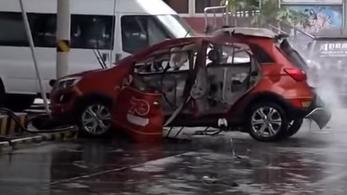 Szabályosan felrobbant töltés közben ez a villanyautó