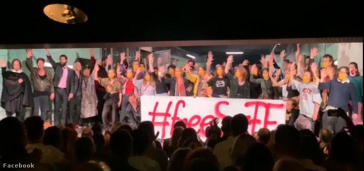 Színművészetis hallgatók #freeSZFE tiltakozása az Örkényben 2020. szeptember 1-én