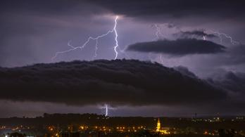 Több milliárd forintos károkat okoztak a nyári viharok és a villámok