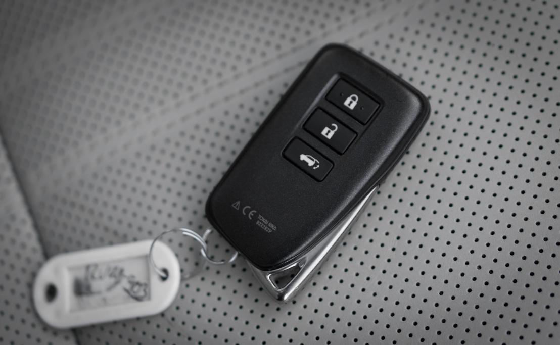 Ez egy 20 millió pluszos Lexus kulcsa?!