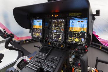A pilótafülke, és az Airbus által tervezett, a pilótákat segítő HELIONIX avionikai rendszer.