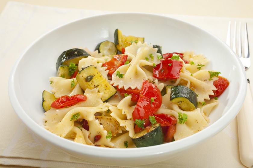 30 perces paprikás, cukkinis tészta: gyors ebéd a legegyszerűbben