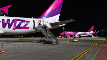 Újra zuhan a légi forgalom, a WizzAir sorra törli a járatait