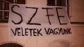 A Szegedi Tudományegyetem vezetése levetette a diákok SZFE-t támogató molinóját