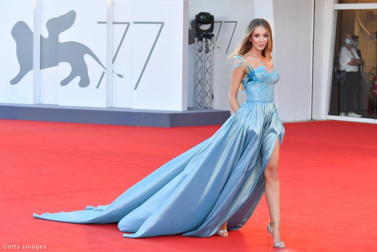 A fesztivál szeptember 12-ig tart, két magyar film szerepel a versenyprogramokban: a hivatalosban Mundruczó Kornél Pieces of a Woman-je, a Velence napjai nevű, párhuzamosan megrendezett versenyprogramba pedig Horvát Lili Felkészülés meghatározatlan ideig tartó együttlétre című filmjét hívták meg.