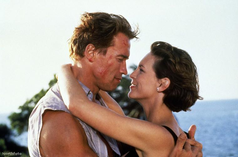 A legnagyobb sikere talán a Két tűz között című akció volt volt, amelyben Arnold Schwarzenegger oldalán szerepelt.