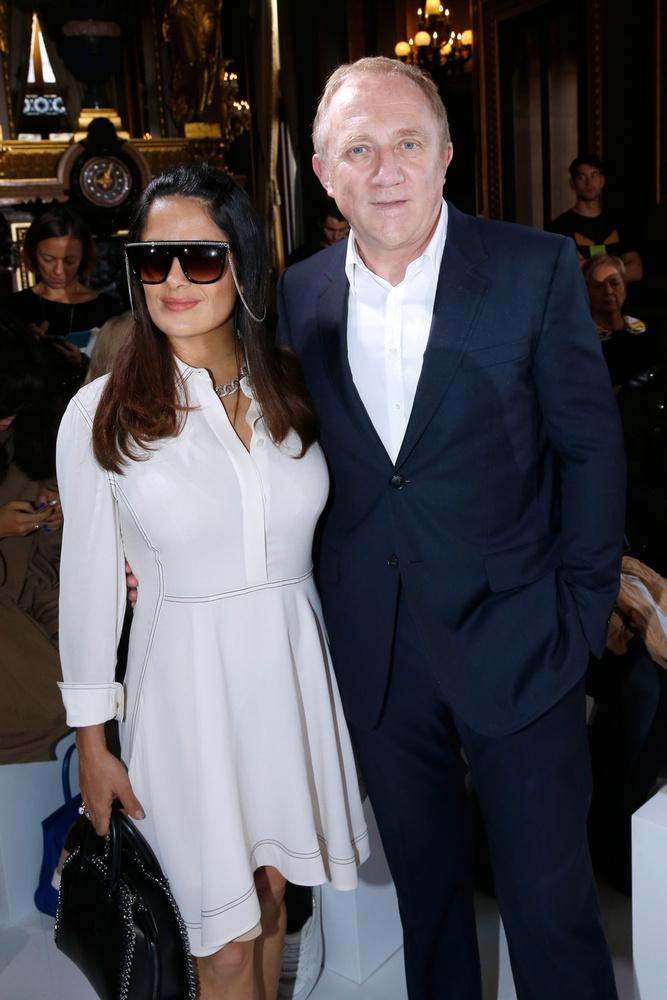 A fotón francia származású férjével, Francois-Henri Pinaulttal láthatja, akivel 2009-ben mondták ki a boldogító igent