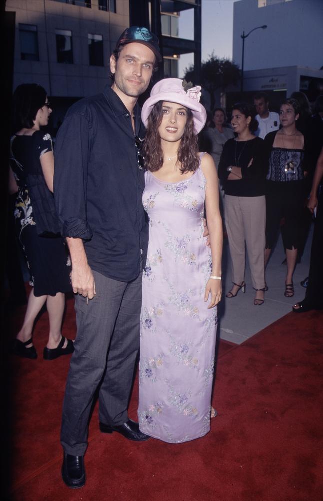 Bár a színésznő ismert ex-aktája annyira nem hosszú, a képen látható Edward Atterton, brit színésszel 1997 és 1999 között járt.