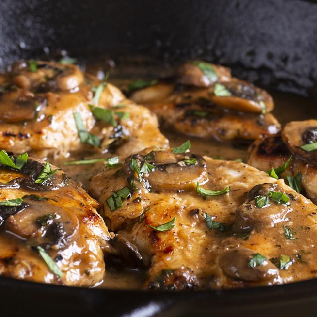 Szaftos, gombás csirkemell mézes-balzsamecetes szószban - Így biztosan vajpuha lesz a hús