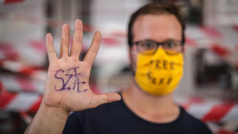 Mától sztrájkolnak az SZFE dolgozói