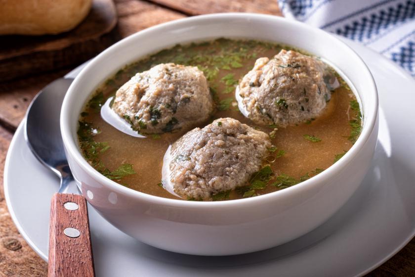 Házias, zöldséges májgaluskaleves: a levesbetét finom puha, mégsem esik szét