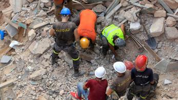 Életjeleket fogtak a romok alól egy hónappal a bejrúti robbanás után