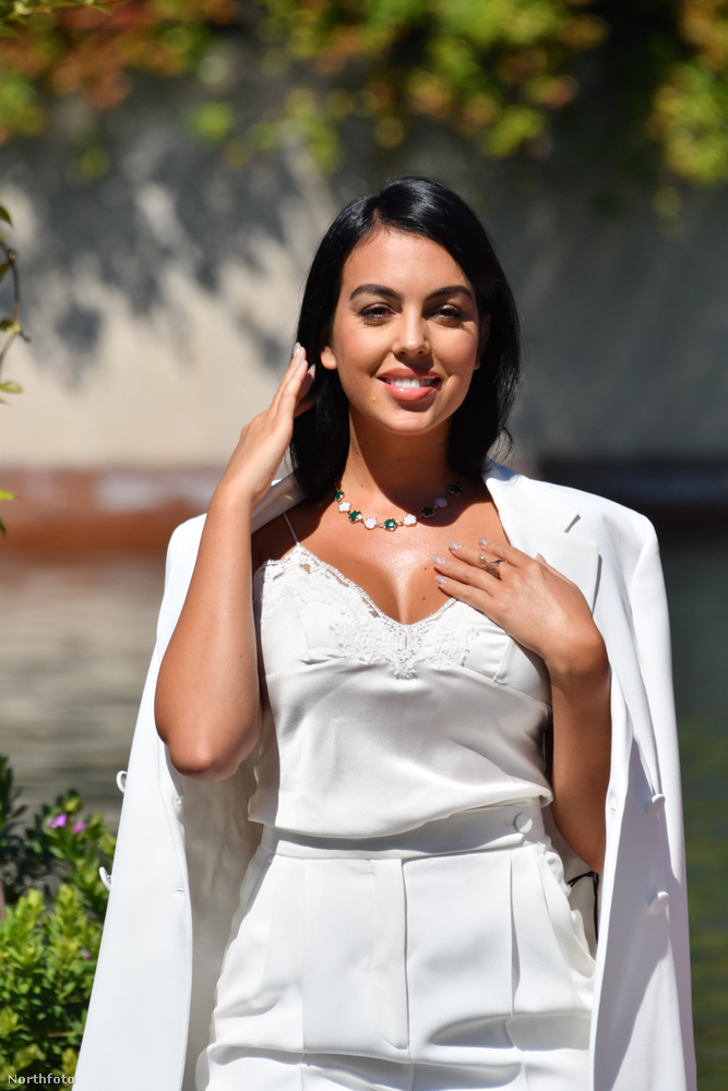 A spanyol modell elég visszafogott szettben érkezett, de ezután még kétszer is átöltözött, fokozatosan egyre többet mutatva magából