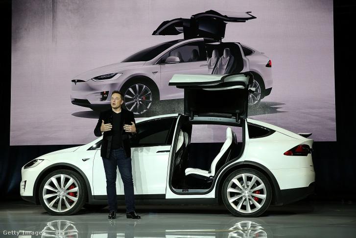 Elon Musk a Tesla Model X bemutatóján Fremontban 2015-ben