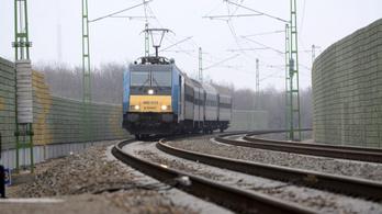 Öngyilkosjelöltet gázolt a vonat Szolnoknál