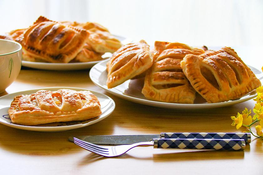 A puha barackos táska leveles tésztából készül, tölteléknek friss gyümölcsöt és lekvárt is lehet használni.