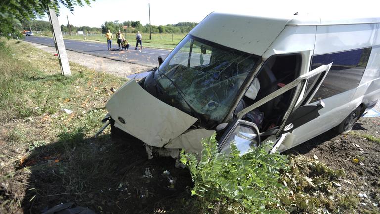 Egy hétéves kisfiú is meghalt a nyársapáti buszbalesetben