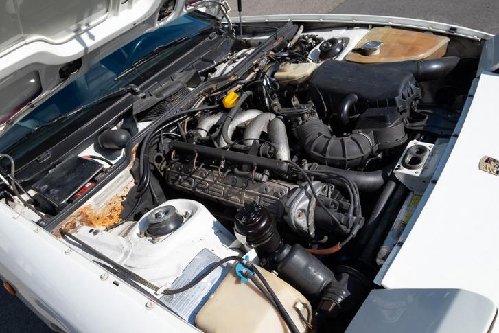 Hátul csücsül a motor a térben