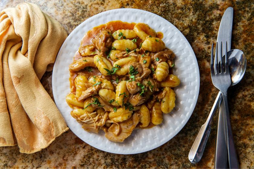 Tartalmas, olaszos csirkepörkölt bazsalikommal - Gnocchival tálalva a legfinomabb