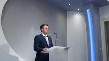 Dömötör Csaba: Nincs ok arra, hogy a kormány rángassa a járványügyi védekezés botkormányát