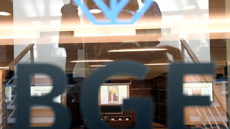 A koronavírus miatt egy héttel elhalasztják a tanévkezdést a BGE-n