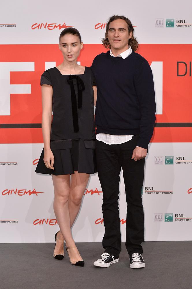 Joaquin Phoenix  tavaly júliusban jegyezte el Rooney Marát, akivel egy filmforgatáson ismerkedett meg, évekkel ezelőtt