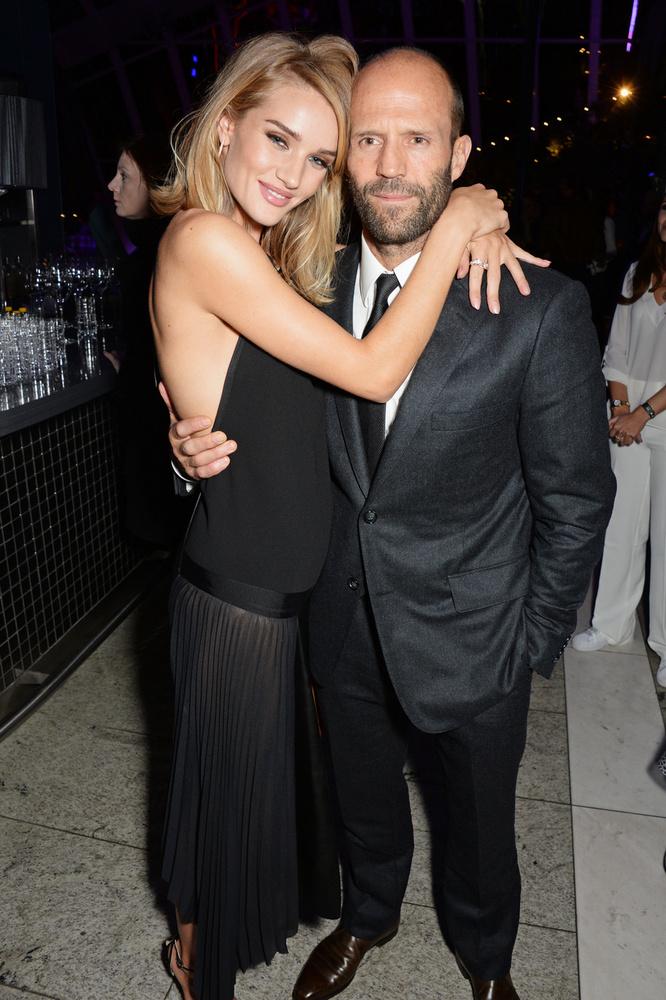 Jason Statham 2010-ben kezdett el randevúzni a nála 20 évvel fiatalabb modell/színésznővel, Rosie Huntington-Whiteley-val