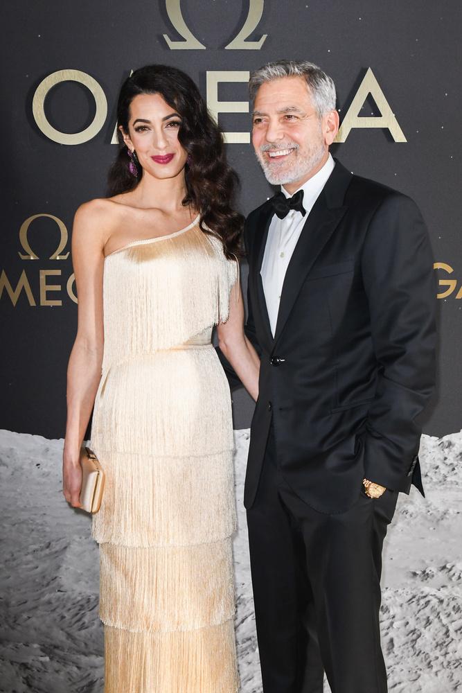 George Clooney sokakat meglepett, amikor 2014-ben bejelentette, hogy feleségül veszi az emberi jogokkal foglalkozó nemzetközi jogász Amal Alamuddint, aki 17 évvel fiatalabb az 59 éves sztárnál
