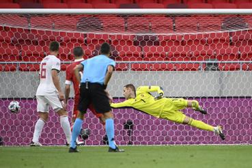 A második orosz gólt szerzi Magomed Ozdojev mellette Willi Orbán jobbról Gulácsi Péter