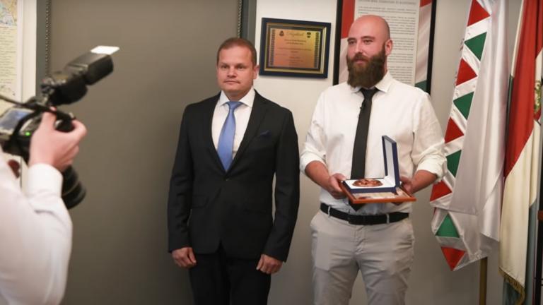 A rendőrök jutalmazták a belvárosi hőst