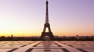 Tényleg 15 centivel magasabb az Eiffel-torony nyáron?