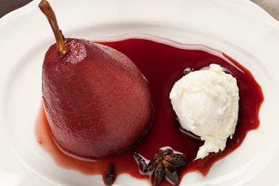 Vaníliás borban posírozott körte – Egyszerű, de látványos desszert