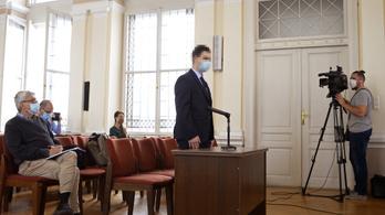 Elkezdődött a tanárát Győrben megkéselő diák büntetőpere