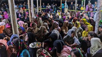 Háromszáz rohingya menekült szállt partra Indonéziában