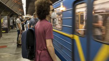 Csaknem kétezer új koronavírus-fertőzött van Ukrajnában