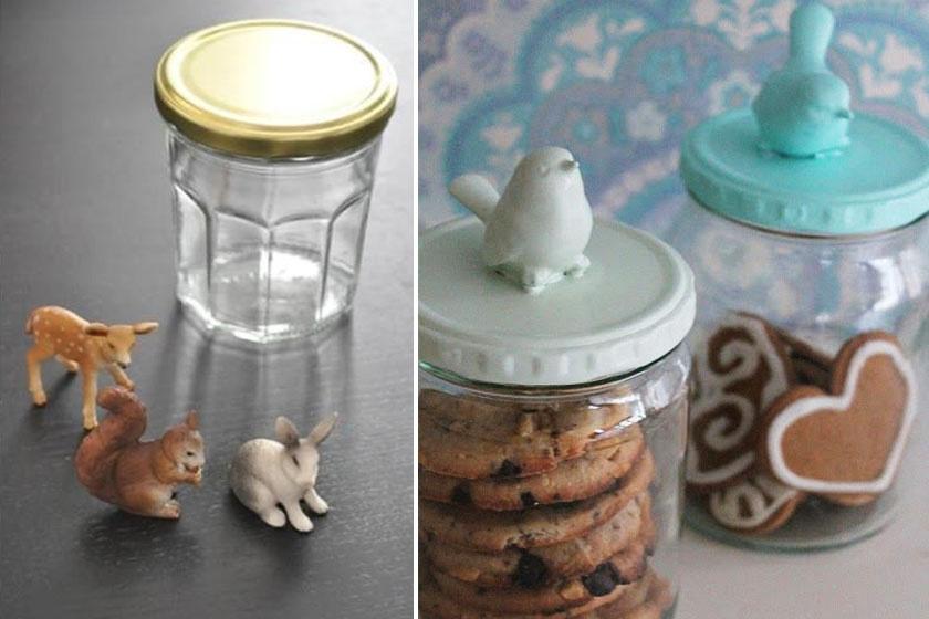 Ragassz az üveg tetejére gumiállatkát, majd fújd le némi festékkel, tetszőleges színre. Dekoratív sütitároló üveged a konyha dísze lesz.