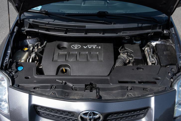 Jó motor ez, de ezzel a súllyal és homlokfelülettel, no meg az ötös váltóval a fogyasztása azért nem kevés