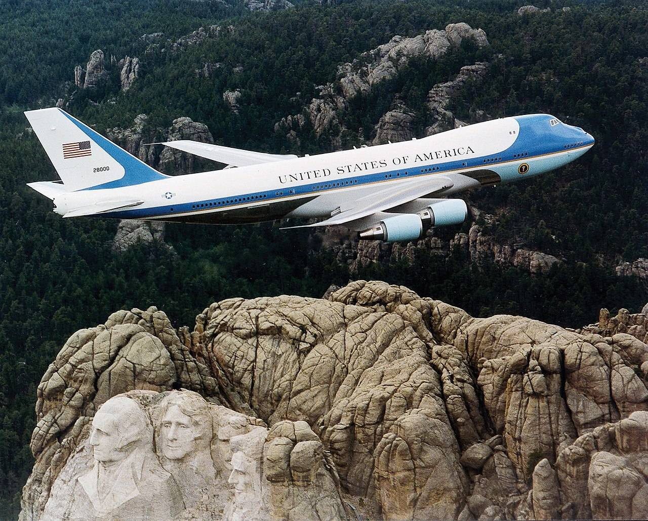 1280px-Air Force One over Mt. Rushmore
