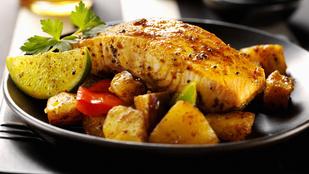Ma csak egy személyre főzöl? Ezt a szicíliai lazacot érdemes összedobnod