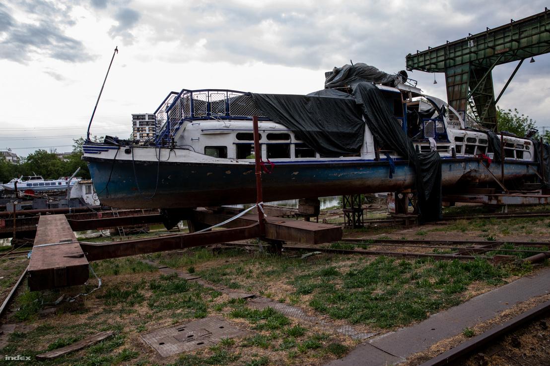 A Hableány roncsa a Népszigeten, az újpesti hajójavítóban 2020. április 29-én