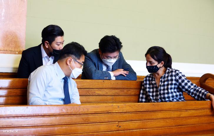 Dél-koreai delegátus a Viking Sigyn kapitányának tárgyalásán
