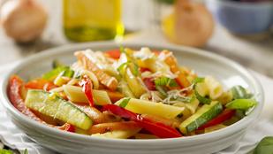 Cukkinis-kecskesajtos pasta primavera – egy főre is könnyen összedobható