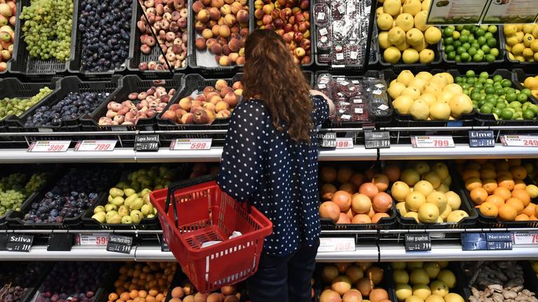 Meredeken emelkednek az élelmiszerárak, a gyümölcsért 46 százalékkal kell többet fizetni