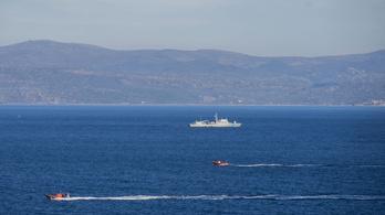 Több mint 150 menekültet vettek fel egy jachtról Görögország közelében