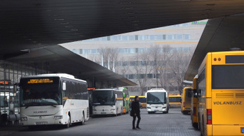 Százezer forintra fogják büntetni a Volánbusz sofőrjeit a maszk nélküli utasokért