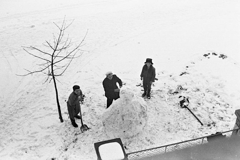 1963-ban a Dombó Pál utcánál életnagyságú hóembert is lehetett építeni.