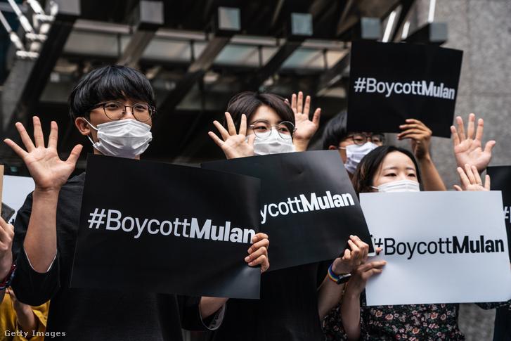 Tiltakozók Hongkongban