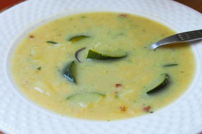 Sűrű, laktató leves cukkinivel és kukoricával – 30 perces amerikai fogás
